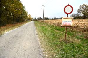 Značku niekto umiestnil pred lokalitou Jakubov Dvor bez konzultácie s políciou či obcou.
