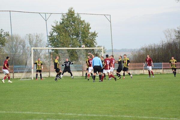 Zo zápasu Komjatice - Želiezovce 5:0