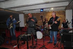 Tásler Pufo Band.