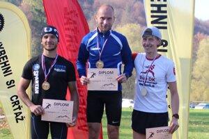 Zľava Igor Lauko, víťaz Pavol Bakoš a Michal Strežo.