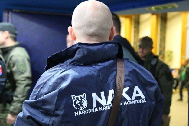 V polovici decembra NAKA zasahovala na viacerých miestach v súvislosti so stavbou Višňového. Okrem iného v centrále Dúhy, ale aj NDS.