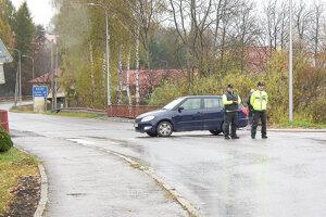 Premávku z mosta najskôr odkláňali policajti. To ešte nikto nevedel, v akom zlom stave je.