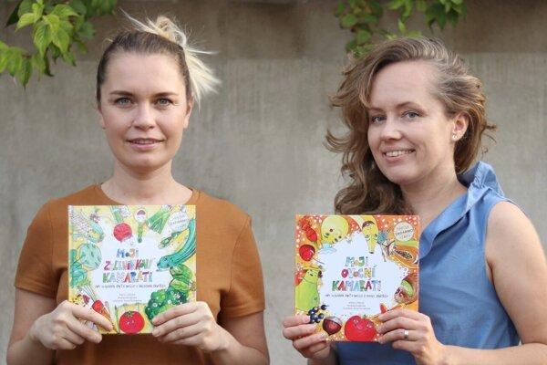 Levičanka Andrea Kováčová (vľavo) a Diana Lokšová z Pezinka so svojou knihou Moji zeleninkoví priatelia. Teraz aj v anglickej verzii.