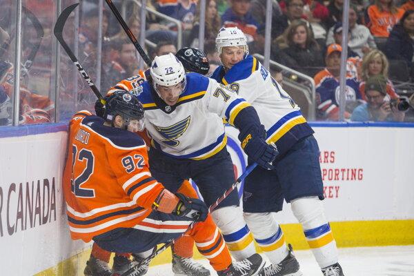 Tomáš Jurčo (92) v zápase základnej časti NHL 2019/2020 Edmonton Oilers - St. Louis Blues.