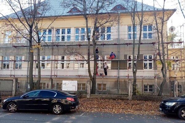Renovácia budovy Živeny.