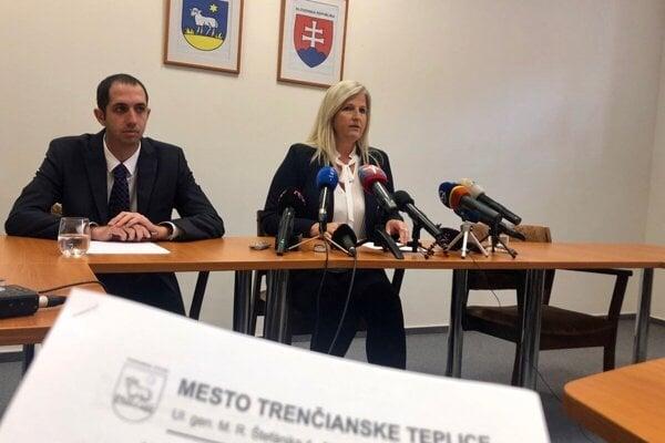 Na zábere primátorka Trenčianskych Teplíc Zuzana Frajková-Ďurmeková.