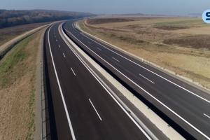 Diaľničný úsek medzi Budimírom a Bidovcami má už natiahnutý asfaltový koberec.