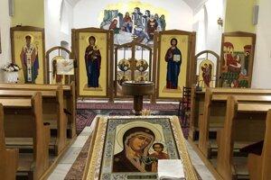 Interiér gréckokatolíckeho chrámu Narodenia presvätej Bohorodičky v Abranovciach.