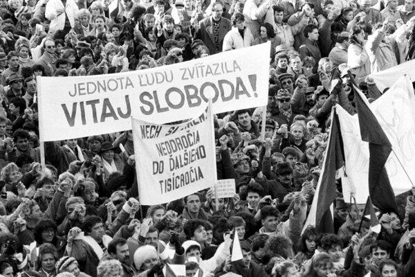 V nedeľu si Slovensko pripomenie 30. výročie Nežnej revolúcie.