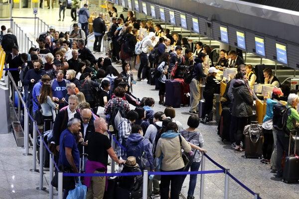 Lufthansa musela pre dvojdňový štrajk palubného personálu zrušiť minulý týždeň približne 1500 letov.