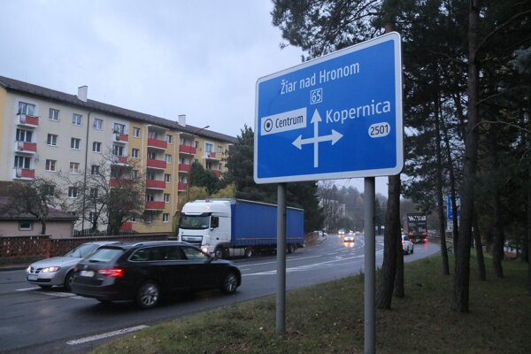Prvky na upokojenie dopravy cestári zatiaľ v investičnom pláne nemajú.