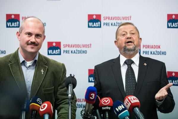 Štefan Harabin (vpravo) a Marian Kotleba na spoločnej tlačovej konferencii.