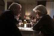 Ian McKellen a Helen Mirren vo filme Dokonalá lož.