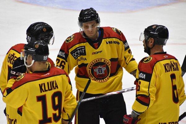 Z dvoch zápasoch na súperových ľadoch si Topoľčany priviezli päť bodov.
