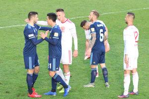 Slovan Bratislava vyhral v dohrávke 4. kola Slovnaft Cupu v Bardejove 5:2.