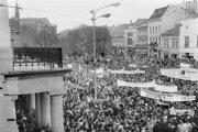 Košická Hlavná počas Nežnej revolúcie v roku 1989.