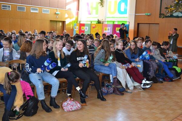 Na spoločnej bubnovačke bolo žiakov humenských škôl poriadne počuť.