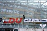 Aktivisti berú C z loga nemeckých kresťanských demokratov.