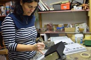 Andrea Rolková pri práci.