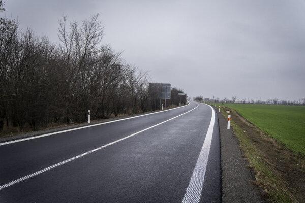Zmodernizovaná cesta v Lehniciach