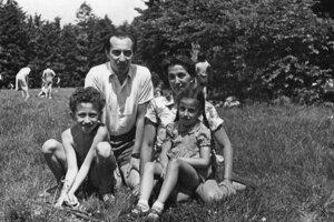 S manželkou sa zosobášili hneď po vojne, na fotke s malou Katarínou a Oliverom.