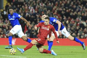 Xherdan Shaqiri strieľa gól na 2:0 v liverpoolskom derby.