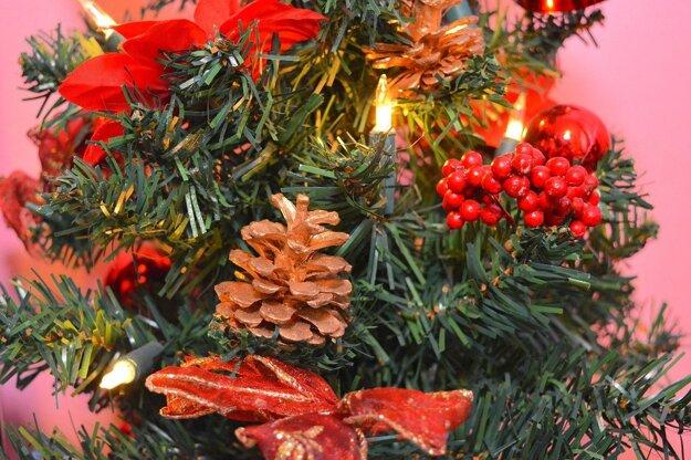 Umelý vianočný stromček odvezte na zberný dvor.