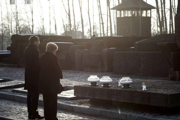 Angela Merkelová a Mateusz Morawiecki v Auschwitzi.