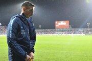 Róbert Boženík si oblieka bundu po striedaní počas kvalifikačného zápasu E-skupiny EURO 2020 Chorvátsko - Slovensko v Rijeke v sobotu 16. novembra 2019.