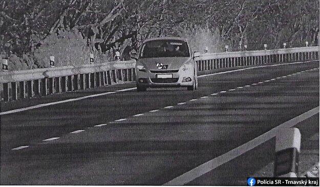 Vodič tohto auta poriadne prekročil povolenú rýchlosť.