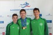 Trio úspešných novozámockých juniorov zľava: Dávid Rosa, Boris Habrda aMatej Antalík.