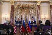 Ruský minister zahraničia Sergej Lavrov a americký minister zahraničia Mike Pompeo.