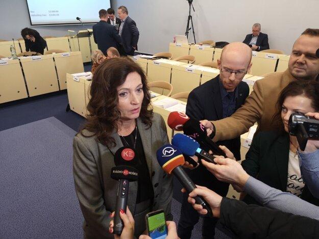 Primátorka Andrea Turčanová počas prestávky stredajšieho rokovania mestského zastupiteľstva.