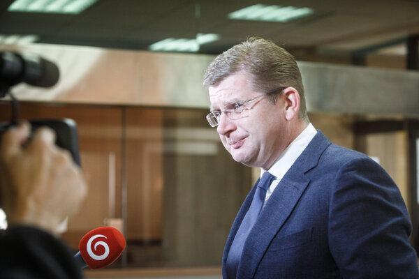 Minister hospodárstva SR Peter Žiga počas príchodu na rokovanie 189. schôdze vlády SR.