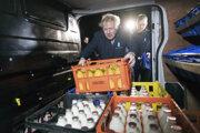 Premiér si v kampani vyskúšal aj prácu mliekara.