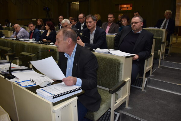O daniach a poplatku za odpad diskutovali poslanci dlho.
