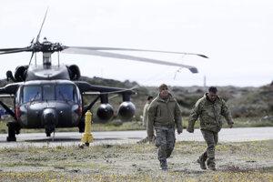 Záchranný tím čílskej armády sa pripravuje na pátranie po zmiznutom lietadle.