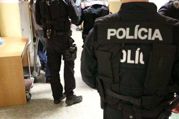 Policajti Národnej kriminálnej agentúry od skorých ranných hodín v Prešovskom, Žilinskom a Bratislavskom kraji vykonávajú zaisťovaciu akciu s názvom Tunel.
