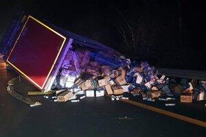 Kamión zablokoval časť diaľnice.