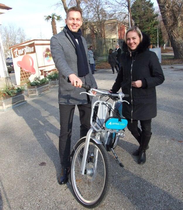 Elektrobicykel predstavil generálny riaditeľ spoločností Arriva na Slovensku László Ivan.