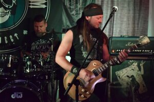 Po nich nastúpili nasledovníci Midnight Screamu, ale aj odkazu hudobnej ikony, Lemmyho Killmistera a jeho kapely Motörhead.
