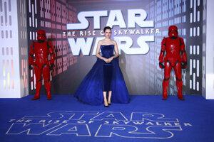 Daisy Ridley na premiéra Star Wars v Londýne.