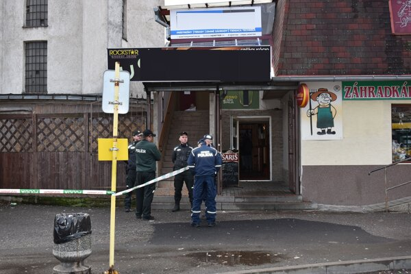 Popoludní na druhý sviatok vianočný boli na stanici policajti. V pohostinstve našli mŕtve telo mladého muža.