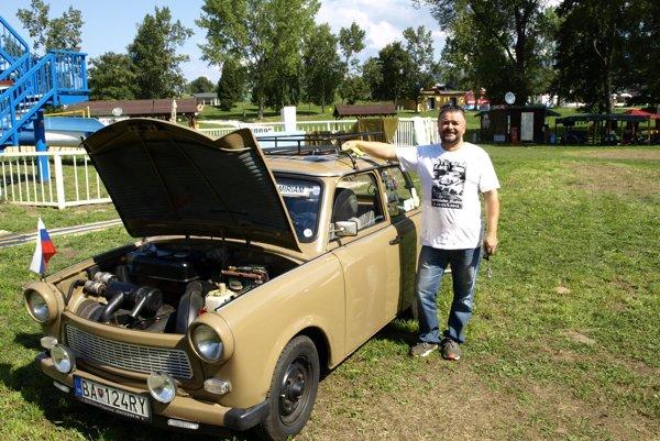 Dvojtaktným motorom sa pochválil aj Peter z Bratislavy.