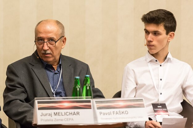 Klimatológ Pavol Faško a ekologický aktivista Jakub Andacký.