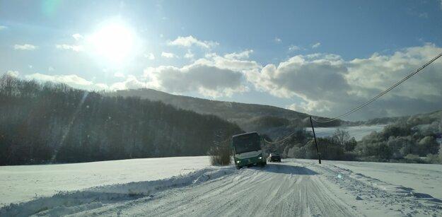 Takto skončil autobus pred obcou Lesíček.