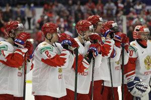 Smutní mladí ruskí hokejisti po finále MS hráčov do 20 rokov v Ostrave proti Kanade.