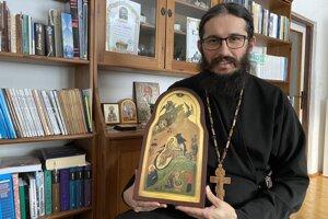 Duchovný správca Pravoslávnej cirkevnej obce v Medveďom v okrese Svidník s ikonou zobrazujúcou narodenie.