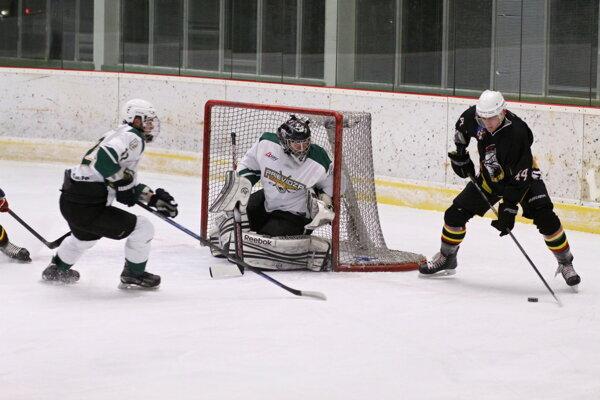 Hokejisti HC Prievidza porazili Senicu 3:2.
