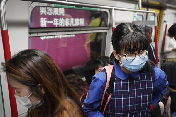 nové prípady neznámej choroby musia lekári v Hong Kongu okamžite nahlásiť vláde.
